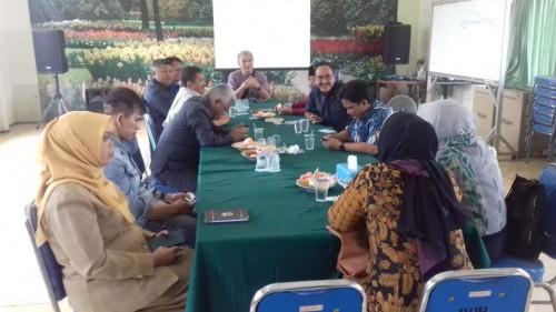 Suasana rapat bersama Pansus Ranperda Perumda Tunas di kantor RPH Kota Malang. (Foto: Dokumen MalangTIMES)