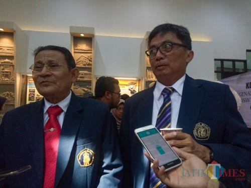 Rektor UB Prof Dr Ir Nuhfil Hanani AR MS (kiri) bersama Wakil Rektor Bidang Perencanaan dan Kerja Sama UB Prof Dr Ir Moch. Sasmito Djati MS. (Foto: Imarotul Izzah/MalangTIMES)