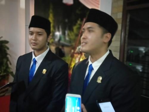 Dua bersaudara kembar, Ricco dan Riccy dari Partai Demokrat yang turut dilantik sebagai anggota DPRD Banyuwangi, Rabu (21/8/19) malam