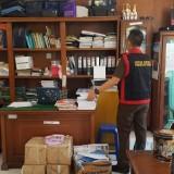 Kurang Kooperatif, Penyidik Kejari Segel Ruang Kerja Tersangka Dugaan Korupsi Honorarium Perawat Ponkesdes