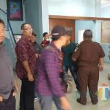 Penggeledahan tim Kejari Kepanjen di kantor Dinkes Kabupaten Malang atas dugaan korupsi dana honor ratusan perawat desa (dd Nana)