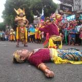 Perang Patih Nambi Jadi Favorit Sendratari Peserta Karnaval