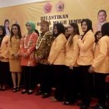 Pengurus dan anggota GePe MKGR saat foto bersama dengan Bupati dan ketua MKGR Jatim (foto : Moh. Ali Makrus / Jatim TIMES)