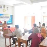 Tim dari Unikama saat memberikan pelatihan mengenai UKM jamu tradisional (Unikama for MalangTIMES)
