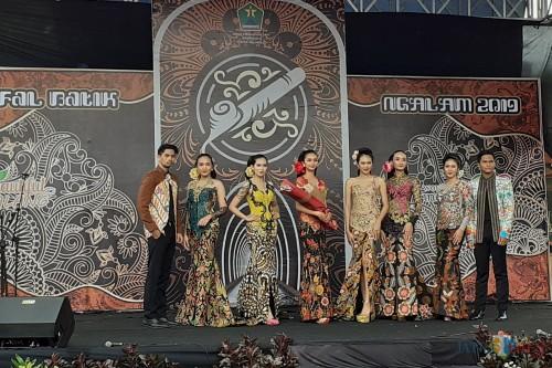 Penampilan fashion show busana batik dalam Festival Batik Ngalam 2019 (Arifina Cahyanti Firdausi/MalangTIMES)