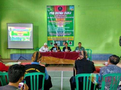 Bedah buku 'Candi Lwang Wentar dan Perjalanan Hayam Wuruk Raja Majapahit di Blitar'.(Foto : Malik Naharul/BlitarTIMES)