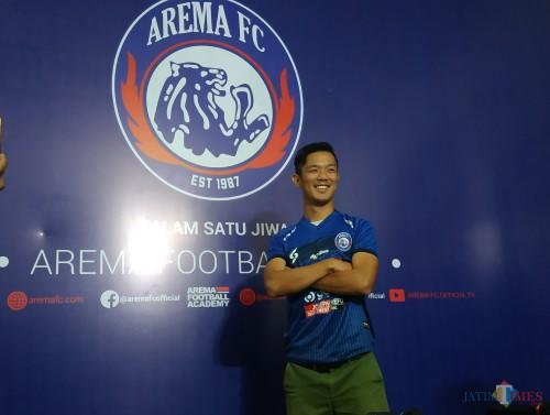 Takafumi Akahoshi saat dikenalkan Arema FC sebagai pemain asing baru (Hendra Saputra)