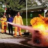 Damkar Latih Pengadilan Agama Trenggalek Atasi Kebakaran Kecil