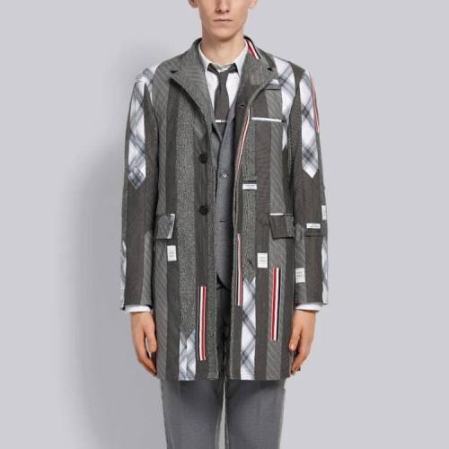 Coat yang dikenakan oleh model. (Foto: istimewa)