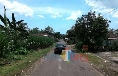Jalan Srigonco, Bantur, sebagai ruas menuju pariwisata Malang Selatan koridor tengah, masih menunggu pembebasan lahan warga sebelum dibangun ulang (Nana)