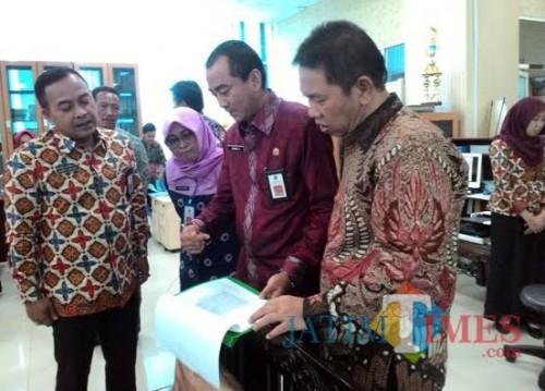 Sekda Kabupaten Malang Didik Budi Muljono (kanan) dan Kepala BKPSDM Nurman Ramdansyah di suatu acara sidak (Nana)