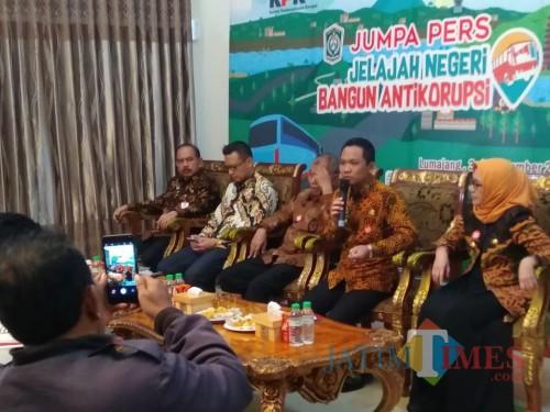 Konferensi Pers Bupati Lumajang dan KPK di Pendopo Arya Wiraraja Lumajang (Foto : Moch. R. Abdul Fatah / Jarim TIMES)