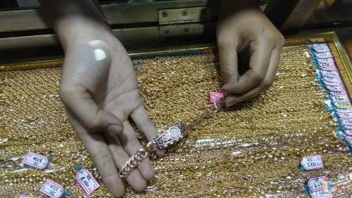 Harga emas yang tinggi menjadi salah satu pemicu inflasi di Kota Malang. (Foto: Nurlayla Ratri/MalangTIMES)