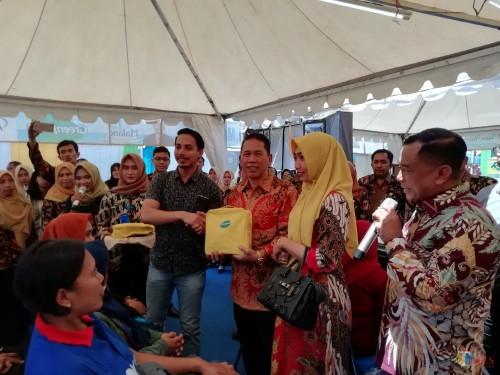 Jadi Rebutan Stand, Sekda Kabupaten Malang Didik Budi Hanya Tersenyum