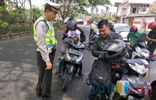 Polisi yang tengah melakukan razia (Doc MalangTIMES)