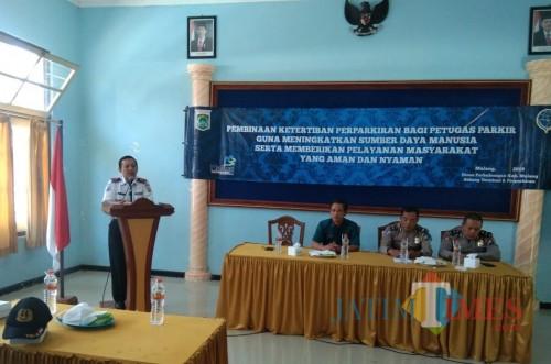 Dishub Kabupaten Malang kembali menggelar sosialisasi ketertiban jukir yang dimulai dari Pagak. (dd nana)