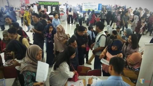 Suasana bursa kerja yang digelar Job for Career di Kota Malang. (Foto: Nurlayla Ratri/MalangTIMES)