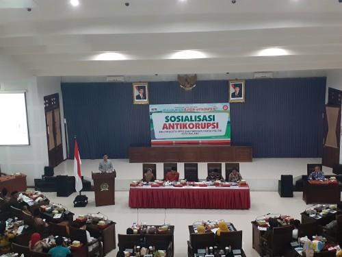Suasana sosialisasi anti-korupsi bagi anggota DPRD dan pimpinan partai politik Kota Malang di ruang sidang DPRD. (Arifina Cahyanti Firdausi/MalangTIMES)