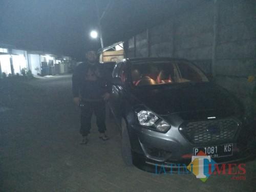 Mobil milik pelapor yang digelapkan oleh terlapor. (foto : Handyka / Jatim TIMES)