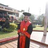 Rita Kartina saat hendak diwisuda di Untag Surabaya