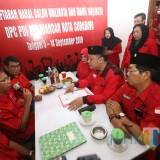 Ambil Formulir Pendaftaran Calon Wali Kota Surabaya, Whisnu Gunakan Peci Peninggalan Almarhum Ibunya