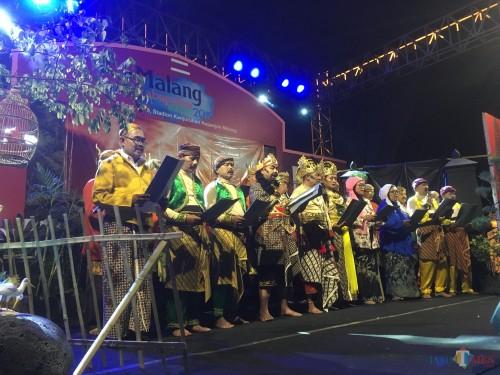 Para peserta yang memerankan seni ketoprak saat di pameran Expo Pembangunan Kabupaten Malang 2019 (Foto : Ashaq Lupito / MalangTIMES)