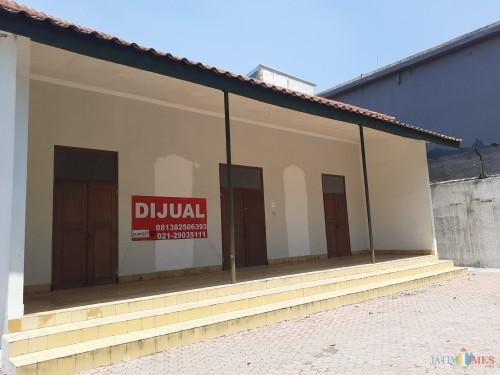 """Museum Sejarah Bentoel Kota Malang. Ada spanduk tulisan """"dijual"""" di temboknya. (Arifina Cahyanti Firdausi/MalangTIMES)"""
