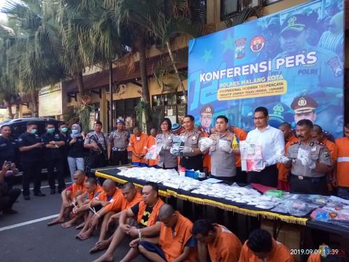 Kapolres Malang Kota, AKBP Dony Alexander saag merilis kasus narkoba (foto: Anggara Sudiongko/MalangTIMES)