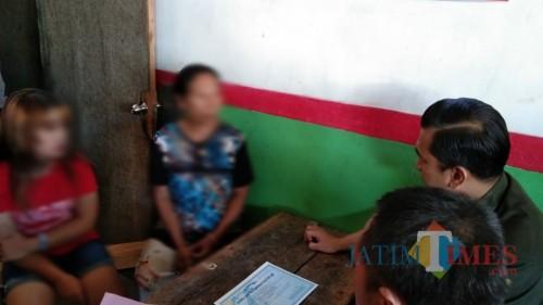 Melati saat dibawa ke kantor Pol PP Tulungagung / Foto : Joko Pramono / Tulungagung TIMES