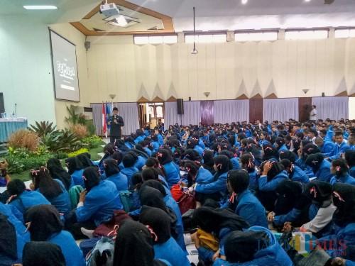Wali Kota Malang Sutiaji saat menjadi narasumber dalam PKKB ITN Malang. (Foto: Imarotul Izzah/MalangTIMES)