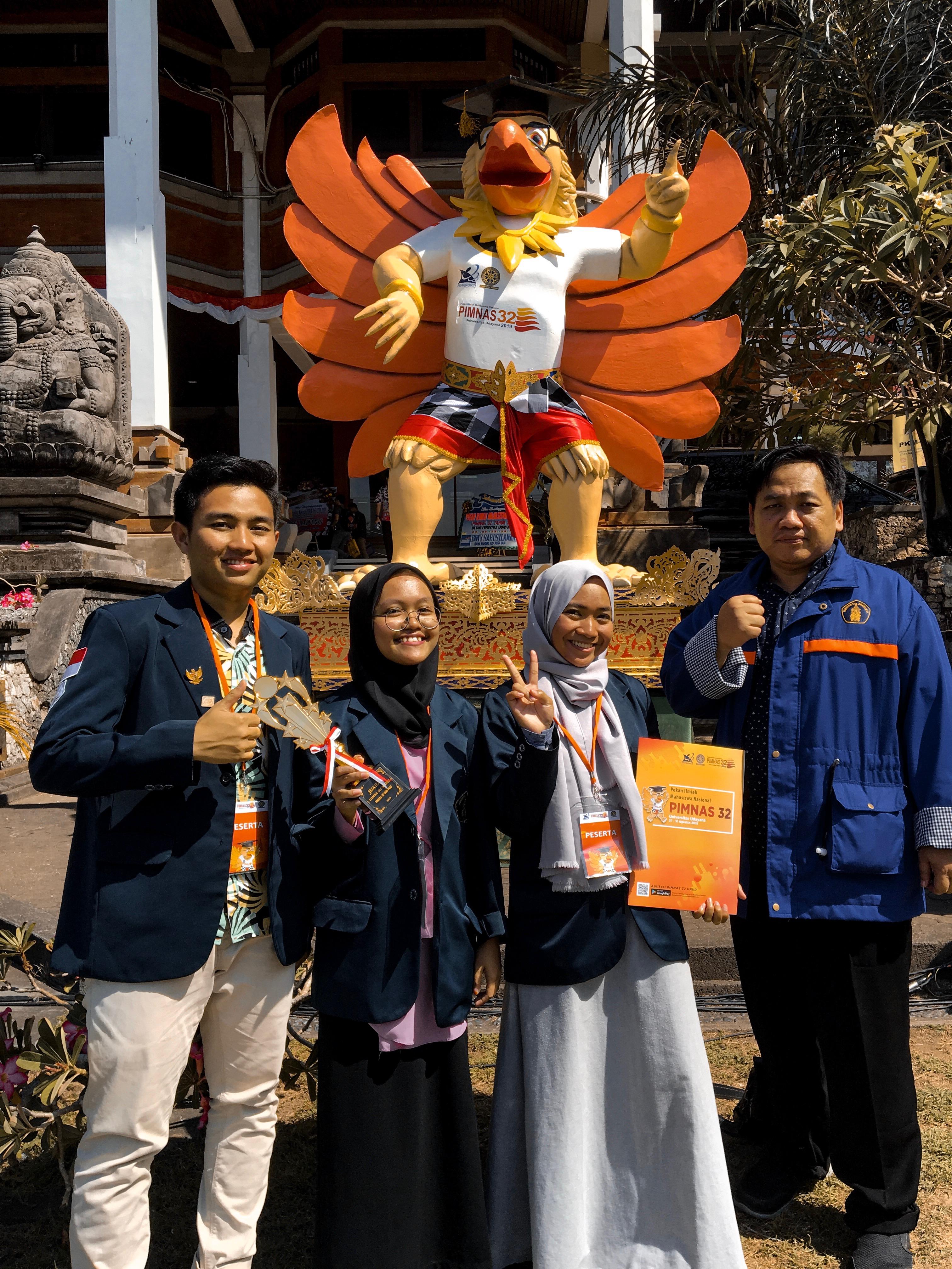 Empat mahasiswa Fakultas Peternakan UB yang membuat produk masker Bombyx Mask. (Foto: istimewa)