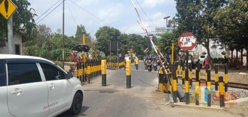 PT KAI pasang tiang penghalang di perlintasan KA Jalan Nias, mobil tak bisa lewat
