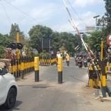 Dialog dengan Dishub Kota Blitar, PT KAI Akan Lepas Tiang Penghalang Kendaraan di Jalan Nias