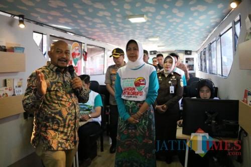 Wali Kota Batu Dewanti Rumpoko saat berada di Bus KPK saat di Balai Kota Among Tani, Selasa (10/9/2019).