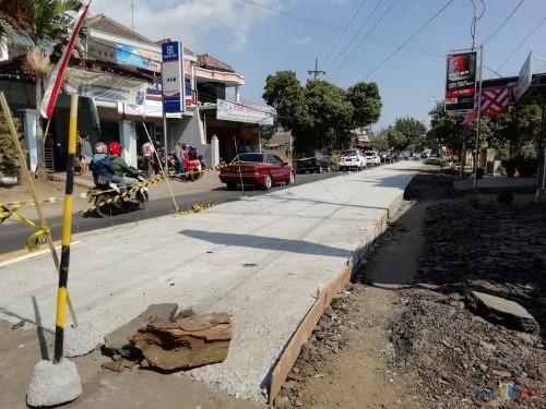 Jalur  jalan Talangagung kembali dilanjutkan pembangunannya oleh Dinas PU Bina Marga Kabupaten Malang (Nana)