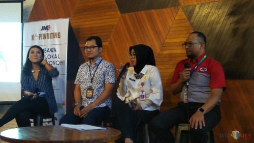Kegiatan dialog antara Pemkot Malang, JNE dan pelaku UMKM terkait kemudahan ekspor produk. (Foto: Nurlayla Ratri/MalangTIMES)