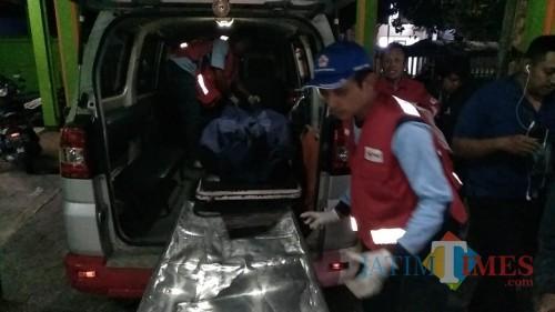 Jenazah korban kecelakaan saat tiba di kamar mayat RSSA Kota Malang (Foto: Laka Lantas Polres Malang for MalangTIMES)