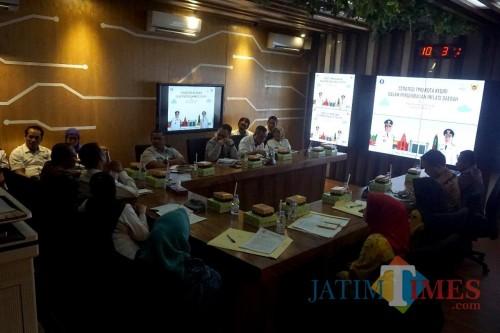TPID Kota Kediri saat menerima studi banding Kota tangerang dan Kabupaten Sikka. (eko Arif s /JatimTimes)