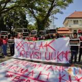 Tolak Revisi UU KPK, Sejumlah Mahasiswa di Kota Malang Unjuk Aksi