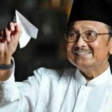 Emil Kenang BJ Habibie, dari Menristek Legendaris hingga Pesawat yang Ditukar Beras