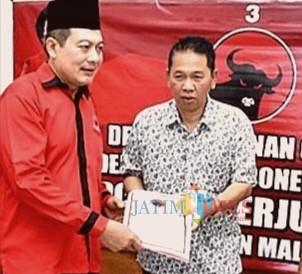 Ketua DPC PDI-Perjuangan Didik Gatot Subroto (kiri) bersama balonkada Didik Budi Muljono (dok MalangTIMES)