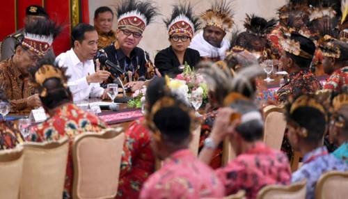 Pertemuan Presiden Jokowi bersama 61 tokoh Papua yang dikritik Fadli Zon terkait pembangunan istana kepresidenan (poskota news)