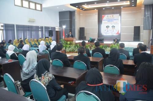 Wakil Bupati Jember Drs. KH. Abdul Muqit Arief saat membuka pelatihan kepemimpinan di Aula Balai Diklat (foto : istimewa / JatimTIMES)