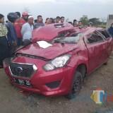 Mobil Berpenumpang 4 orang Tertabrak Kereta di Jombang