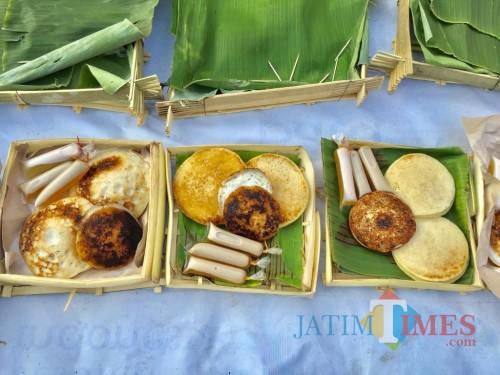 Wali Kota Batu Dewanti Rumpoko saat memberikan juruh dalam  Festival Serabi Surodi area jalan Dusun Dadaptulis Dalam, Kelurahan Dadaprejo, Kecamatan Junrejo,Kamis (12/9/2019). (Foto: Irsya Richa/MalangTIMES)