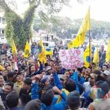 Bergemuruh, Ratusan Mahasiswa Kepung DPRD Kota Malang Tolak Revisi UU KPK