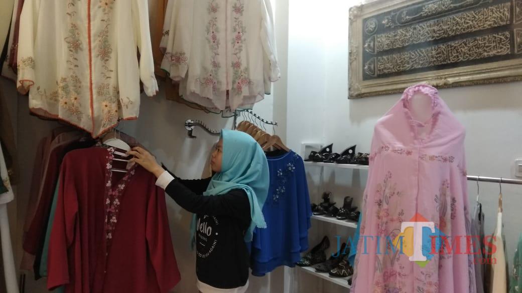Produk industri fashion skala rumahan makin terdesak maraknya produk impor. (Foto: Nurlayla Ratri/MalangTIMES)