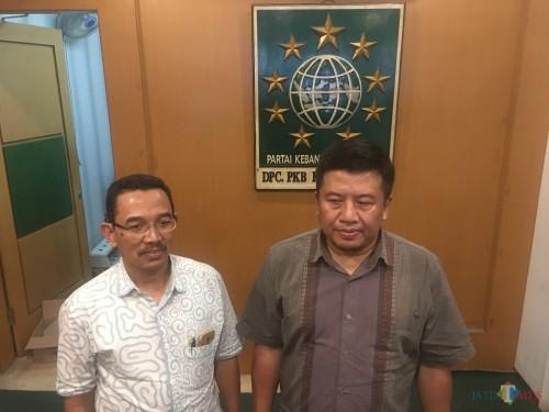 Sekretaris DPC PKB Kabupaten Malang Muslimin (kanan) saat ditemui di kantor DPC PKB Kabupaten Malang. (Foto : Ashaq Lupito / MalangTIMES)