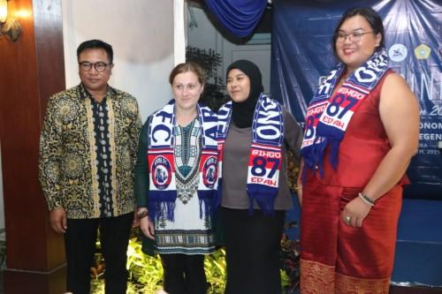 Wakil Wali Kota Malang Sofyan Edi Jarwoko (paling kiri) saat menyambut mahasiswa asing untuk ajang  International Camp 2019 (Foto: Humas Pemkot Malang)