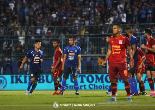 Pemain Arema FC saat menghadapi Borneo FC (official Arema FC)